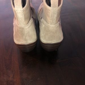 Blondo Shoes - Women's size 9 blondo wedge boots